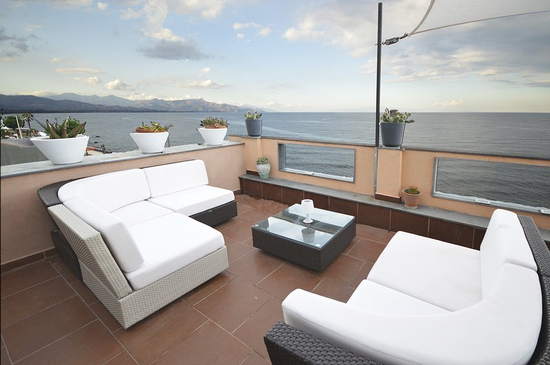 Mar Dei Poeti - Luxury Suites - Full Property, alquiler vacacional en Riposto