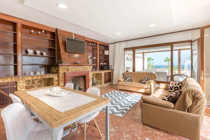 2 Room Malgrat de Mar Beachfront Village   (6 Pax), location de vacances à Malgrat de Mar