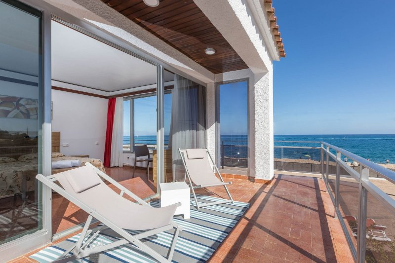 3 Rooms Malgrat de Mar Beachfront Village (8 Pax), location de vacances à Malgrat de Mar