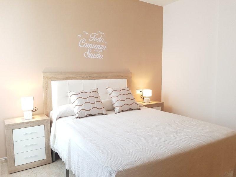 Picasso Azahar Apartamento en Vinaròs. Aire acondicionado, Wifi y Terraza., aluguéis de temporada em Vinaros