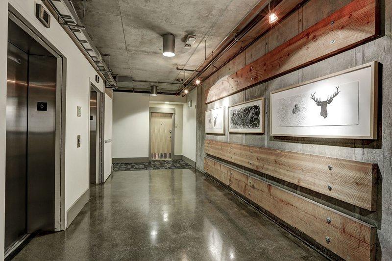 Séjour Alfred Premier Lofts - Building Interior feat. Artistes locaux de Denver