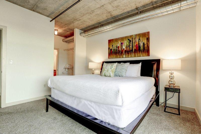 Blijf Alfred Premier Lofts - Master Bedroom View 3