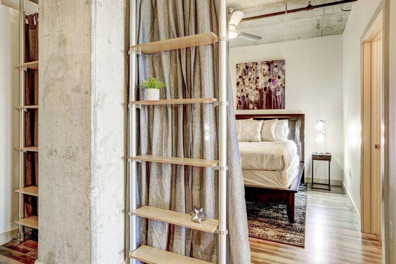 Blijf Alfred Premier Lofts - Loft Bedroom w / Privacy Gordijnen