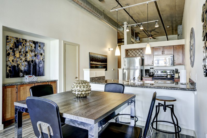 Stay Alfred Premier Lofts - Dining Area & Kitchen