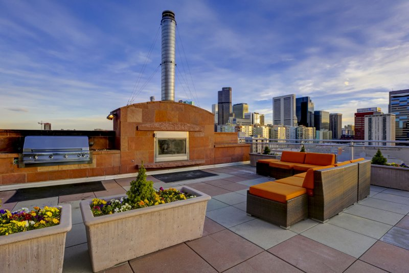 Stay Alfred Premier Lofts - Community Rooftop Patio w/Fireplace