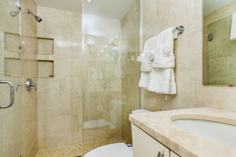 Stay Alfred Washington D.C. Vacation Rentals Bathroom
