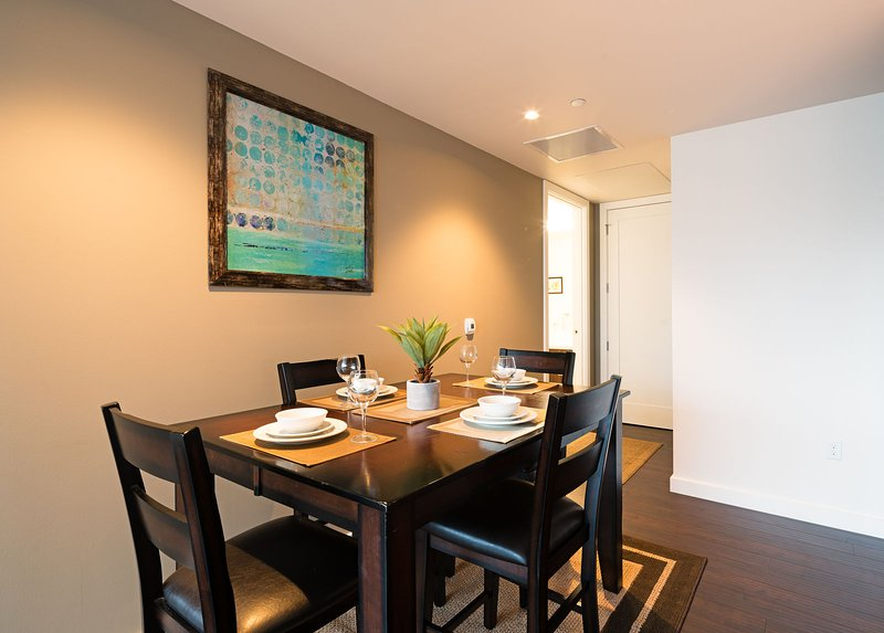 Stay Alfred Portland Vacation Rentals Dining Area