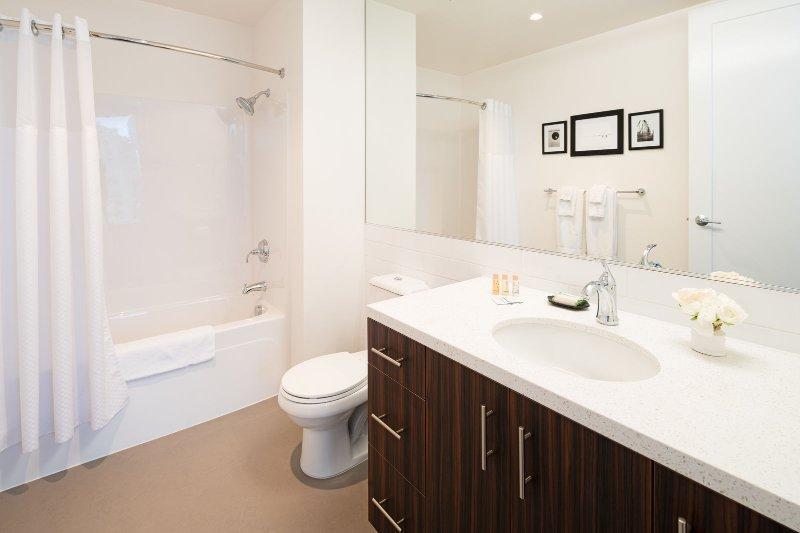 Stay Alfred Portland Vacation Rentals Bathroom