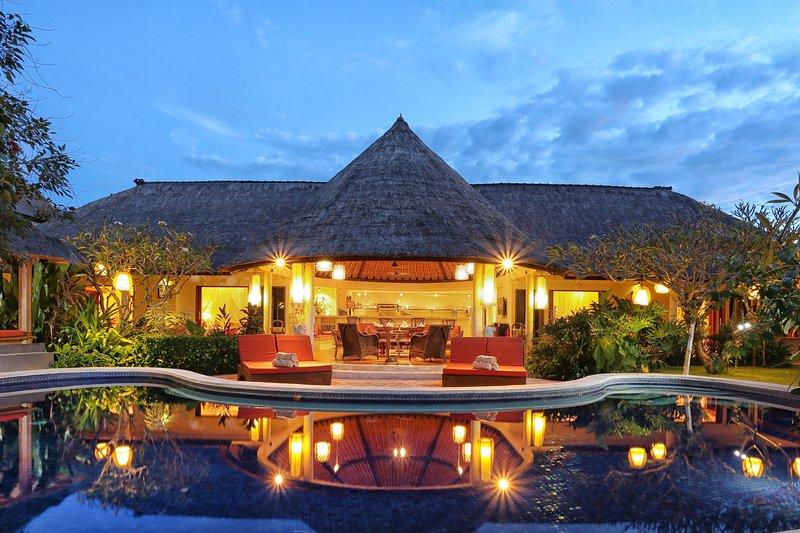villa privée de luxe avec piscine privée.