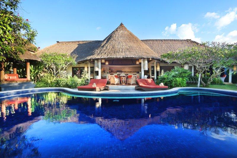 Entièrement personnel villa avec maître d'hôtel et un service de conciergerie.