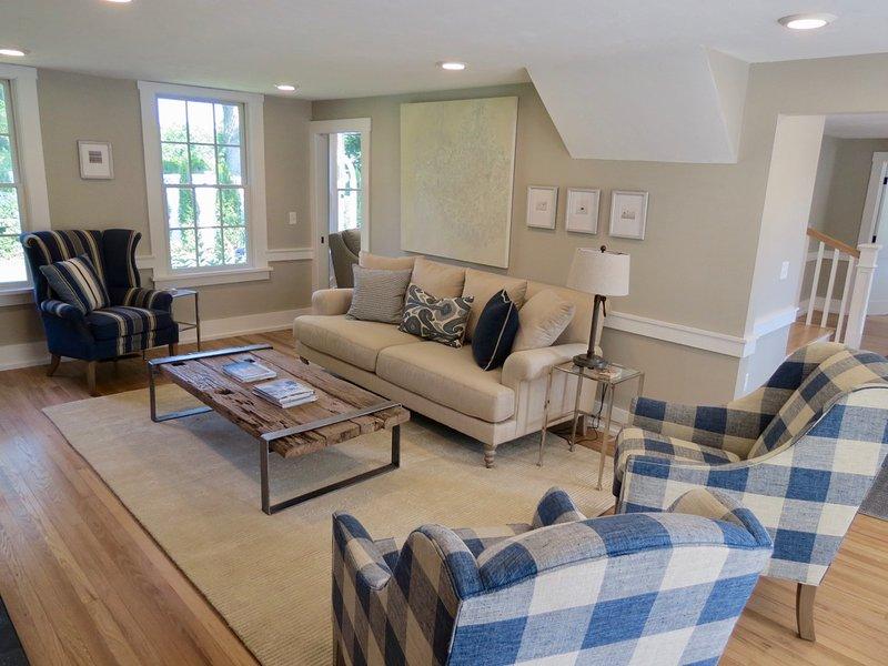 A casa tem ar condicionado central, Wi-Fi e TV a cabo, é claro.
