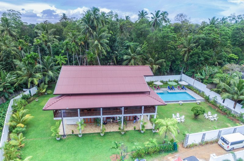 6BR Deluxe Villa with a Pool, holiday rental in Hikkaduwa