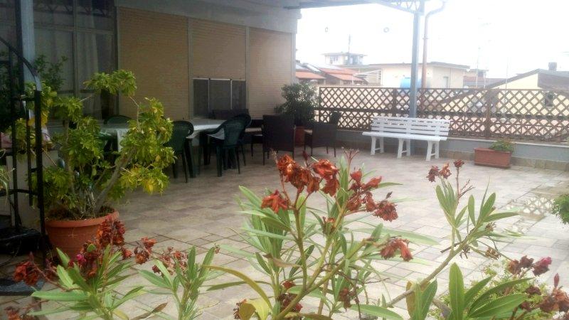 Attico con terrazza, vacation rental in Acquedolci