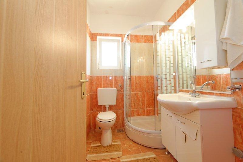 Cute Apartment In Borik Zadar Has Internet Access And Terrace - Cute-apartment-bathrooms