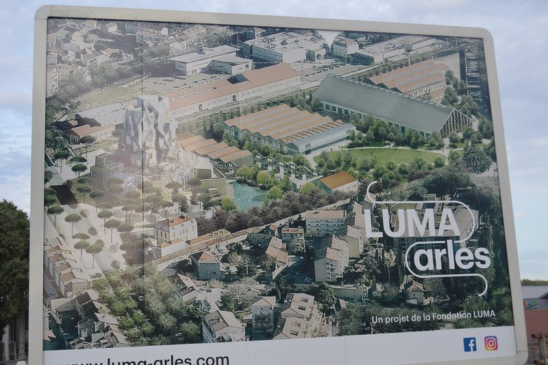 Fundación Luma y la imagen de la torre Escuela Guerri