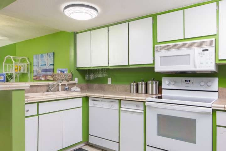 You will enjoy making meals in this fully stocked kitchen