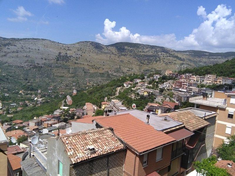Appartemento lumionoso e panoramico, holiday rental in Vallecorsa