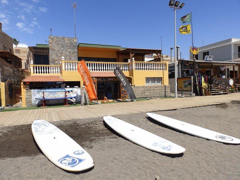 Spacious house in front of the Medano Beach (wifi), casa vacanza a El Medano