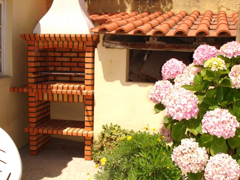 House with garden just 2 Km from Baleal Beach, holiday rental in Serra del Rei