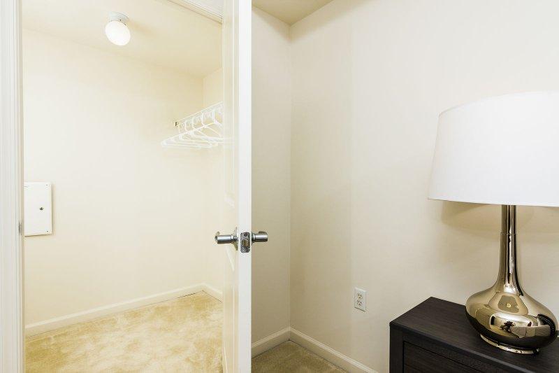 Stay Alfred Washington D.C. Vacation Rentals Bedroom Closet