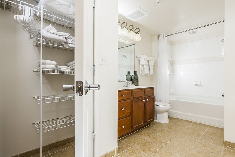 Stay Alfred Washington D.C. Vacation Rentals Bathroom