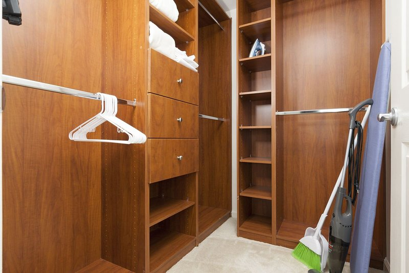Stay Alfred Washington D.C. Vacation Rentals Bedroom Closet