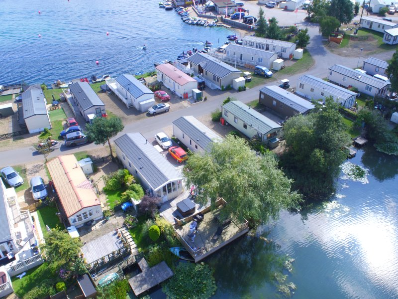 shamrock 1  8 bed luxury caravan with fishing peg and hot tub, vacation rental in Tattershall