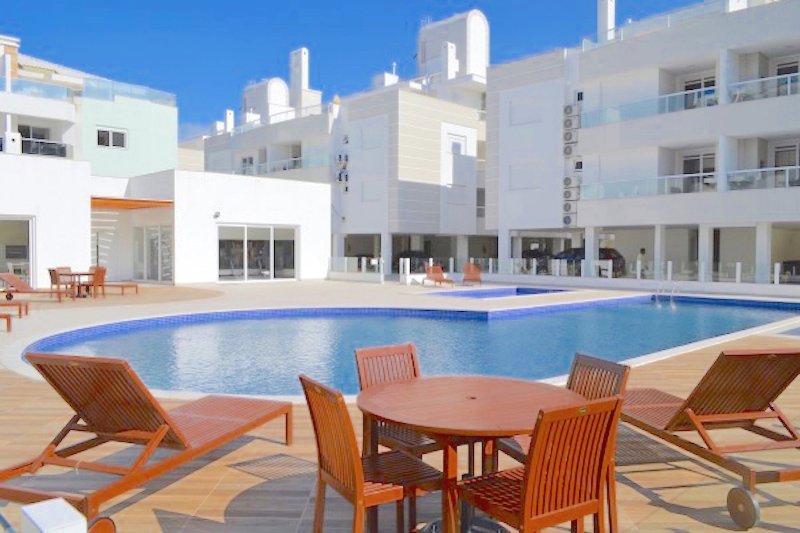 Apartamento Gales Ingleses, 3 dorm. (1 suíte), piscina, 2 garagens, location de vacances à Ingleses