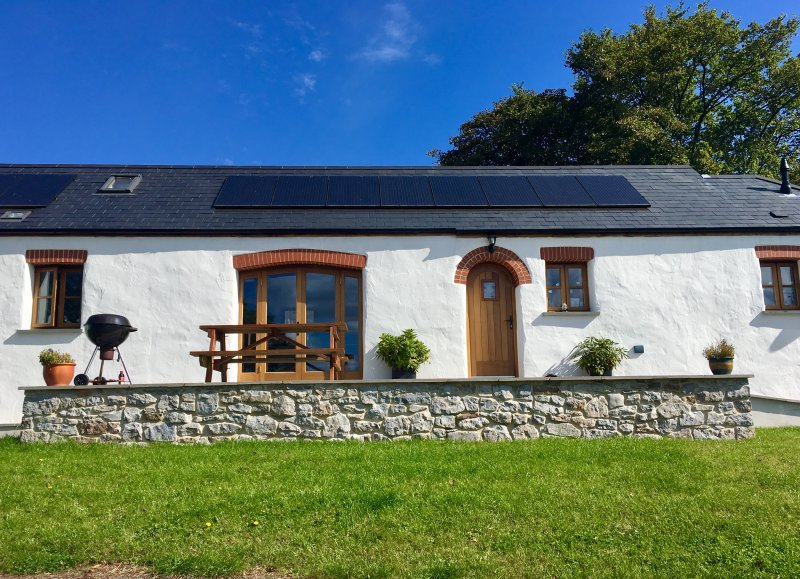 Luxurious barn conversion close to beaches and with Pembrokeshire national park, location de vacances à Hodgeston