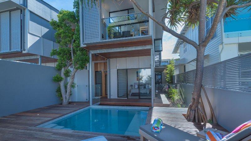 Luxury Ocean Villa - Noosa, alquiler vacacional en Sunrise Beach