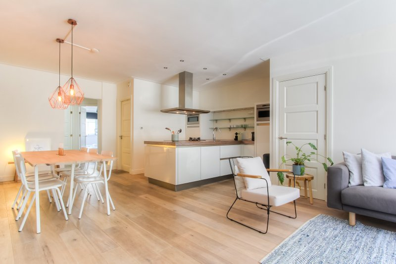 Stylish 2 BR Apartment next to Amstel River, holiday rental in Weesp