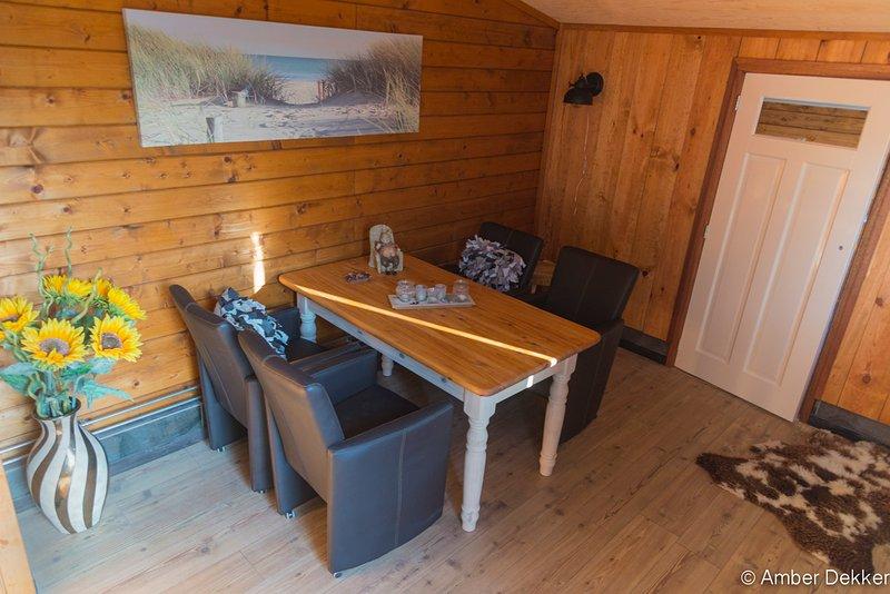 Comfortabele  nieuwe vrijstaande blokhut, holiday rental in Heiloo