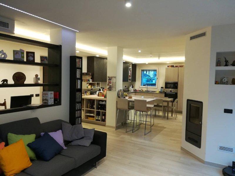 sala y cocina, disponible para los clientes que viven, compartida con el propietario