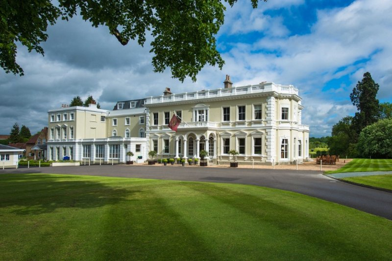 Burhill Golf Club - clubhouse only 1km away!!