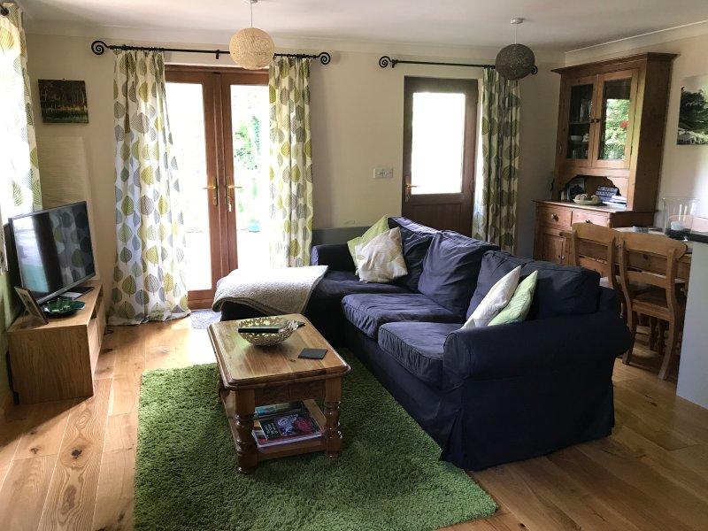Lounge presso Caban y Saer con TV satellitare, controllabile riscaldamento e connessione Wi-Fi gratuita