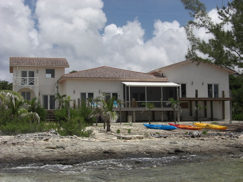 Spacious Waterfront Paradise on Turquoise Sea, aluguéis de temporada em South Palmetto Point