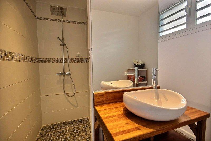 And its en-suite shower room