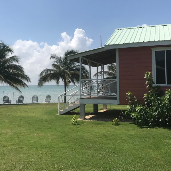 Seaside, adult only resort with 8 private, cozy cabanas, alquiler de vacaciones en Corozal