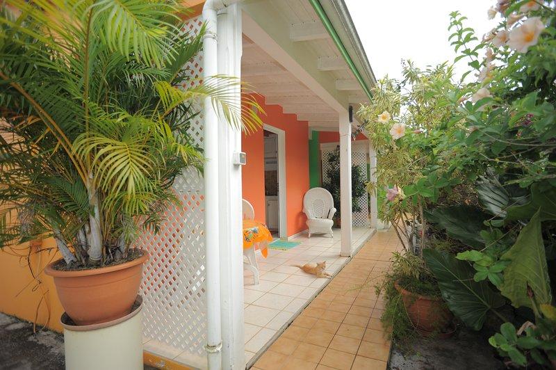 Studio tout équipé pour 2 au calme, vacation rental in Sainte Rose
