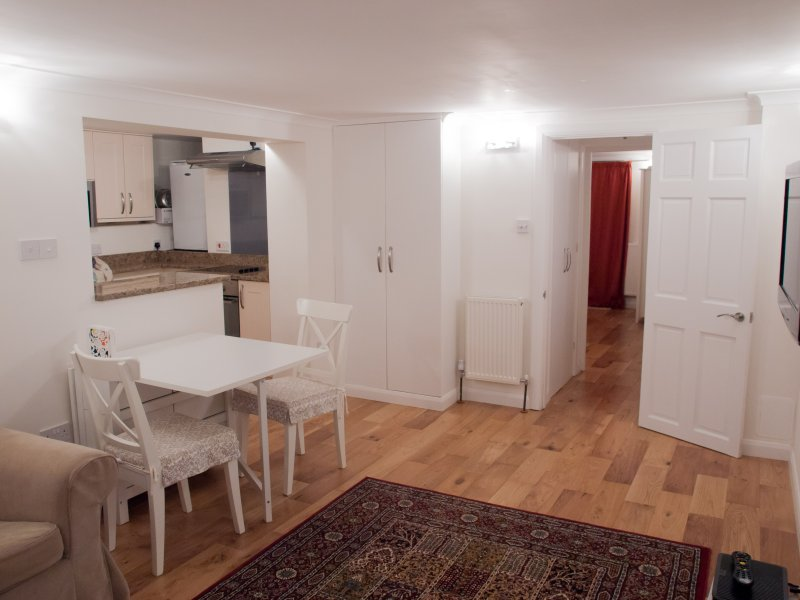 Quiet Apartment Close to Sutton And London Trains, holiday rental in Ewell