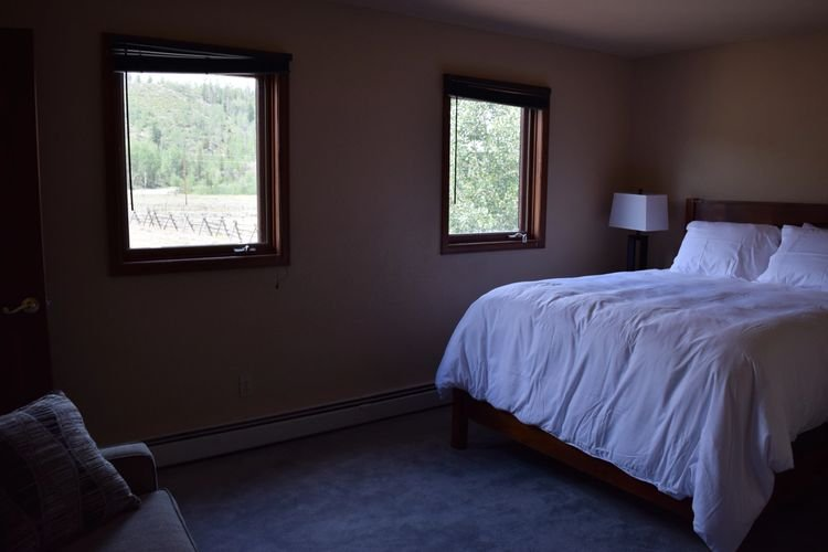 The Robertson House - The Live Edge Room, holiday rental in Parshall
