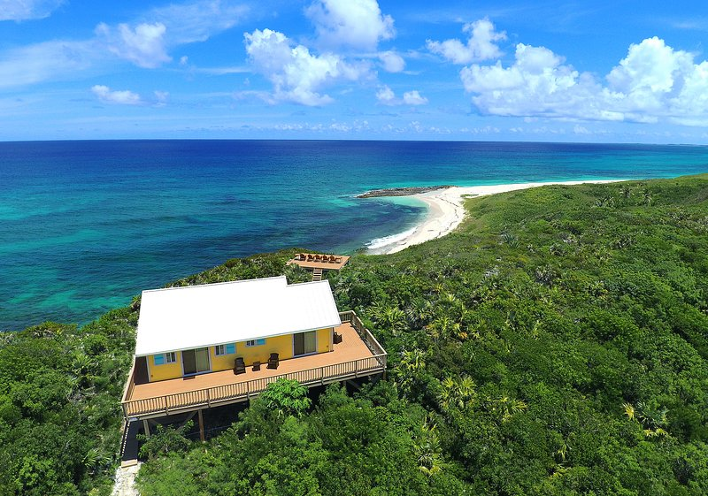 Unique beachfront property with the most extraordinary views in the Bahamas!, location de vacances à Eleuthera