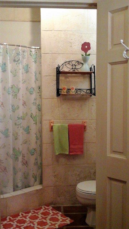 Bedroom 4's En-suite bathroom