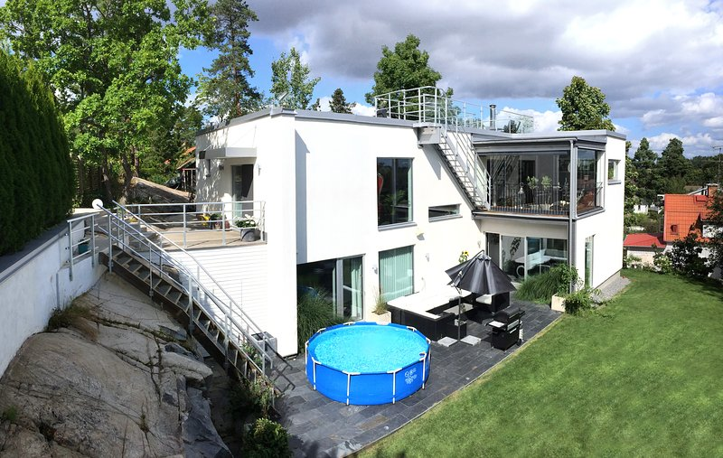 Exclusive new built house - 300 m from station, holiday rental in Stockholm