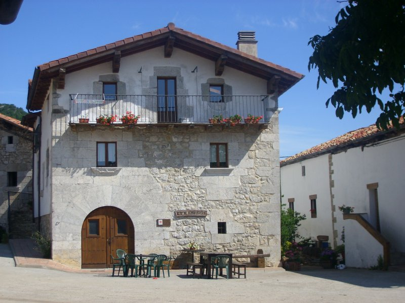 APARTAMENTOS ETXEBERRI, holiday rental in Navarra