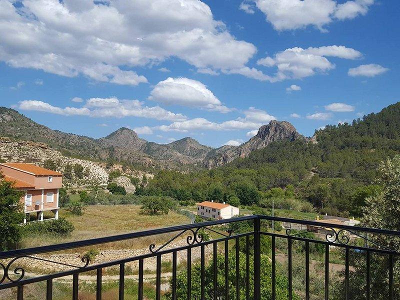 CASA RURAL E PUENTE DEL SEGURA, holiday rental in Elche de la Sierra