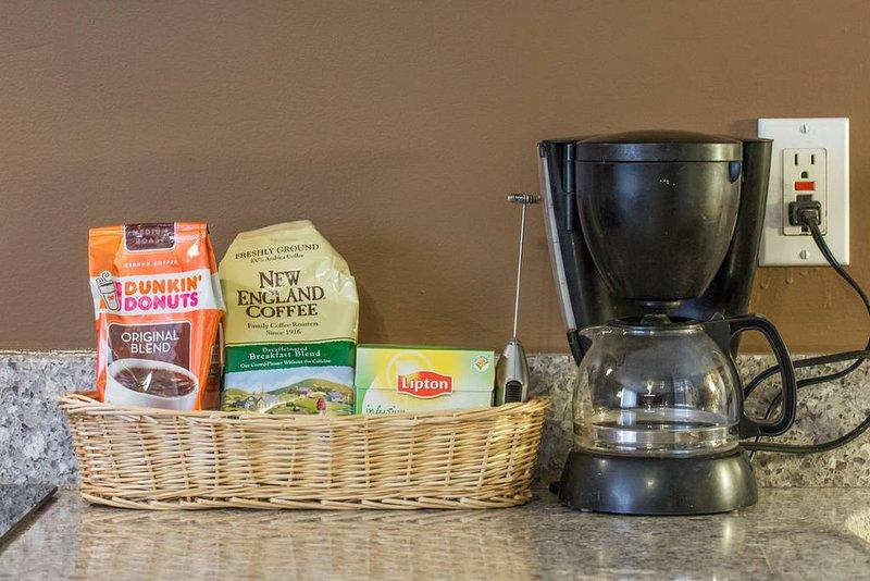 Simple Servir le café, le café et le thé ordinaire toujours abondante.