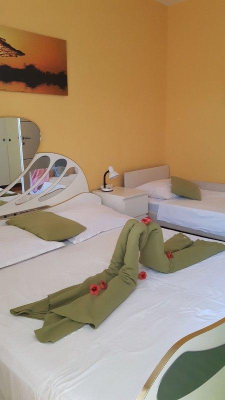 H (7): dormitorio