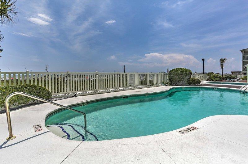 Enjoy on-site indoor/outdoor pools, lazy river, and kiddie pool.