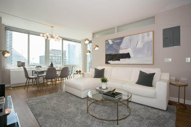 Designer luxurious 3 Bedroom Apartment with Gym, Doorman, Lincol, vacation rental in Guttenberg
